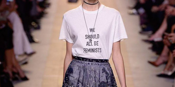 "▲ 슬로건 티셔츠, ""We should all be Feminists"""