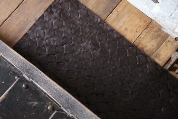 ※ 거실에 설치할 수 있는 가죽 러그 /이미지 출처:www.elvisandkresse.com